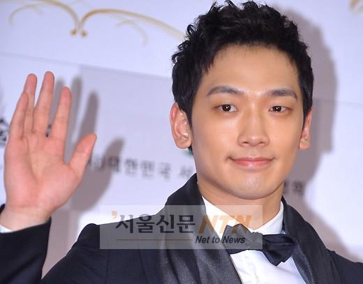 [28·02·2011] Rain en 2nd Korea Cultura Art Awards 30